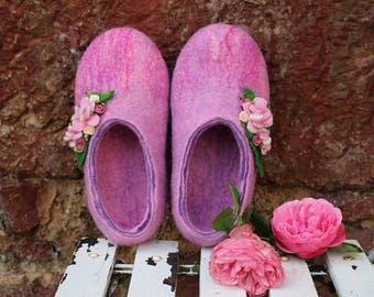 Girl's pink slippers,Home shoes,Handmade shoes,felted slippers for girl,winter wool shoes,kids boots