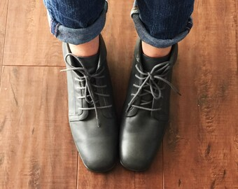 90's Leather Ankle Boots; Women's Vintage Grunge HipsterGrey Lace Up Leather Booties Granny Boots Size