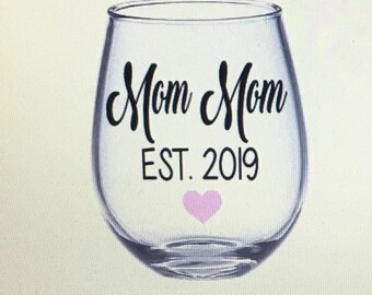 Mom mom gift. Mom mom wine glass. Mom mom. Grandma wine glass. Grandma gift. Gramma wine glass. Mom mom wine glass. Mom mom gift.  Gift