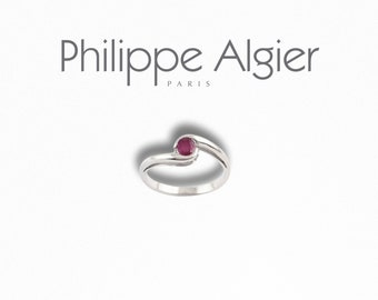 Ring 18 k White Gold set with a Ruby.