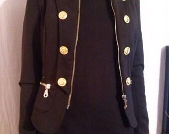 Short collar and shoulder pads jacket