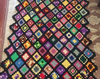 Large vintage hand crocheted wool GRANNY SQUARE AFGHAN 52x66 8D-301