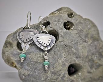 Boucles d'oreilles turquoise Shell / / fait à la main / / argent Sterling / / One of a Kind