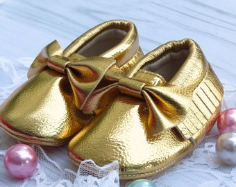 Baby shoes, baby moccasins, gold baby shoes, SIZE 2, gold baby moccasins, first walkers, gold shoes with bows and fringe
