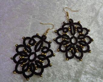 Earrings tatting and beads