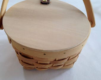 """Unfinished Wood Basket – Hinged Wood Basket Container with Handle– 6-1/4"""" wide x 4"""" high x 5"""" deep"""