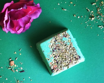 Welcome to the Jungle Bath Bomb - Green Bath Bomb with Tea Leaves