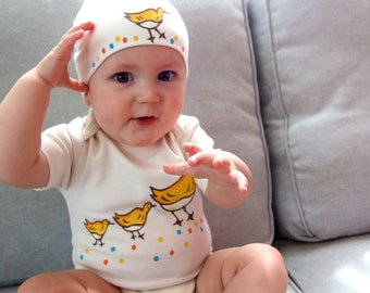 Make Way for Ducklings/ Organic Cotton baby bodysuits and matching hat clothing sets/ baby shower gift/ boston ducklings on the commons