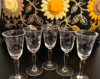Mid Century Etched Small Cordial Glasses, Vintage Glasses With Floral Etching, Mid Century Barware, Set Of 5, Vintage Cordial Stemware