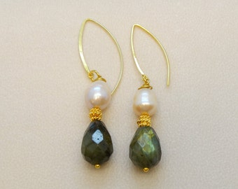 Freshwater pearl earrings with faceted drop Labradorite stones