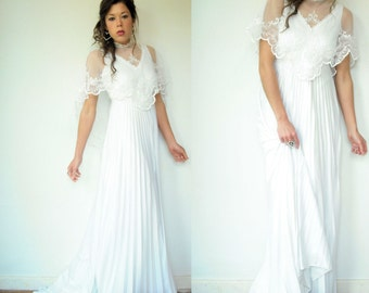 "70's Vintage White Bohemian Accordion Pleated A Line Wedding Dress / Mesh Embroidered Capelet / 79"" Train"