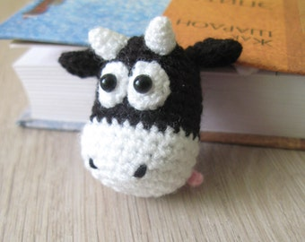 Funny bookmark cow, gift for teacher, gift for book lovers, cute bookmark, bookish bookmark, handmade bookmark, literary bookmark, crochet