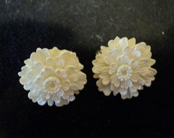 Vintage Resin Crysanthemum Earrings - Summer Time Flowers