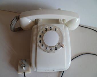 Vintage (1966) Creamy/ White Rotary Telephone.Retro rotary dial desk telephone. Working condition
