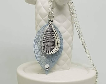 Light grey leaf long necklace