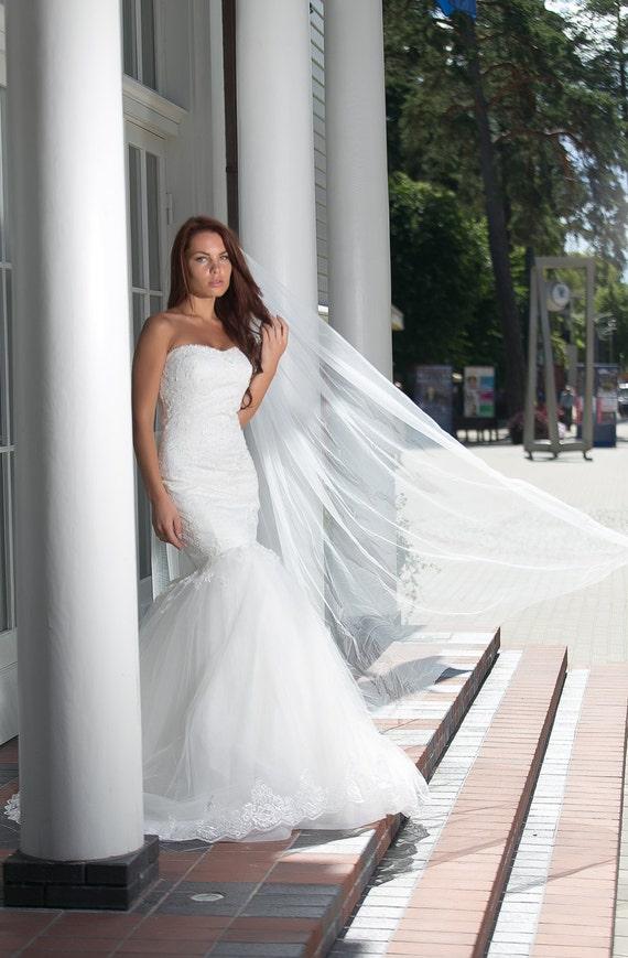 Elegante Spitze Meerjungfrau Brautkleid mit Spitzekorsett