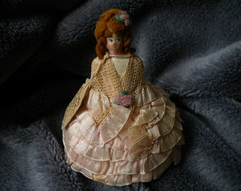 Perfect little 1922 ribbon work doll with ribbon layered skirt (FFs1145)