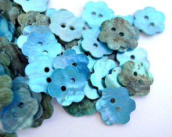 10 Shell flower buttons, painted to light blue 15mm
