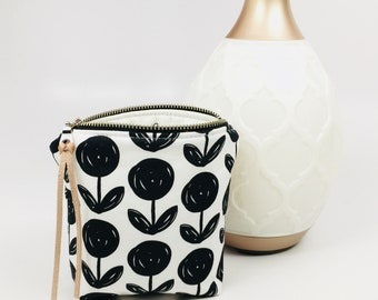 Essential Oil Bag, Essential Oil Case, Tassel Essential Oil Bag, Essential Oil Storage- holds 6 bottles, any brand! 5ML/15ML/Rollers