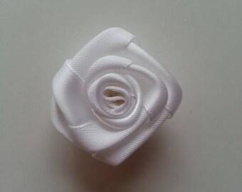 fleur de satin  bouton de rose blanche 4cm
