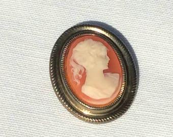 1960s Cameo brooch