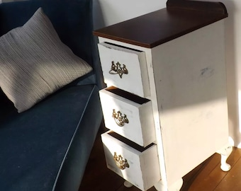 Vintage style side table/ chest of drawers
