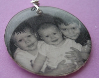 Custom photo lightweight 1 inch circle resin pendant Great keepsake memory charm MOTHERS GIFT circle square oval personalized with your pic