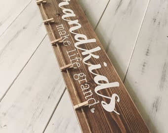 Grandkids Make Life Grand // Christmas Gift // Grandchildren // Photo Display // Family // Grandparents // Painted Wood Sign