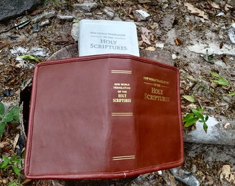 Jehovah's Witnesses. Bible cover. new world translation. Leather. Normal size With zipper