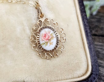 Vintage 9ct Yellow Gold Dainty Pink and White Porcelain Rose Flower Pendant Necklace
