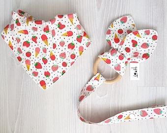 Strawberry Baby bib bandana cotton fleece and toy teether ring beech wood / kwijlsjaaltje slab bijtring - design by Heleen van den Thillart