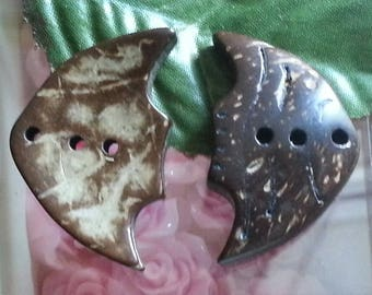 Coconut buttons 3 holes, Angel fish, CoconutBrown 34x22x5mm, hole: 2mm