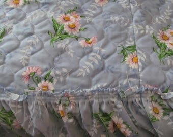 Full sz Double Bedspread and Curtains Quilted Bedspread Daisy Decor Blue Bedspread matching Curtains Daisies Decor Vintage Beadspreads