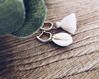 Half circle earrings in brass with rhinestones, shell and tassel