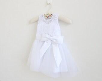 White Lace Flower Girl Dress Long Baby Girls Dress Lace Tulle White Flower Girl Dress With White Bows Sleeveless Floor-length