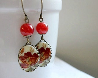 Red flower earrings, vintage style, woodland, floral cabochon, brass setting, womens jewelry
