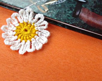 Crochet bookmark Daisy teacher gift paper clip office gift ideas daily planner accessories handcrafted knitted souvenir pattern book