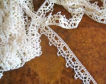 Tudor style lace yardage: vintage lace beautifully replicating Elizabethan trim DESIGN (1)