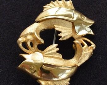 On sale Gold tone Fish Pin, Brooch, Vintage, Beach, Nautical (TB381)