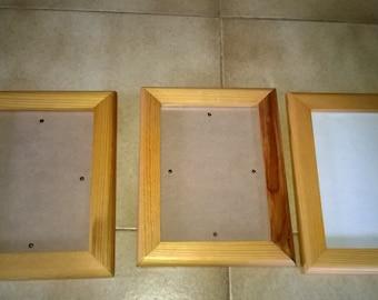 589) set of 3 wooden frames