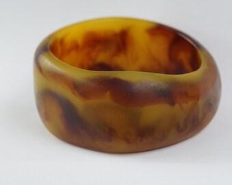 KHAKI BANGLE - intriguing khaki and toffee colored asymmetrical vintage lucite bangle, narrower than average, vintage lucite bangle