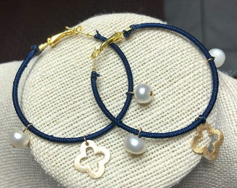 Displays with pearls and charms in Gold filled