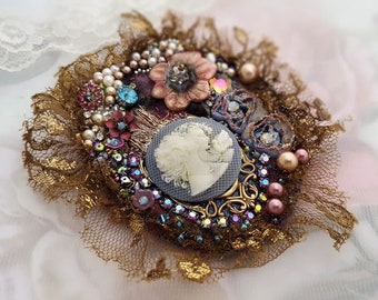 Mother daughter brooch, sisters brooch, cameo brooch, best friends, Vintage Swarovski, lace jewelry bead embroidery pin, textile brooch pin