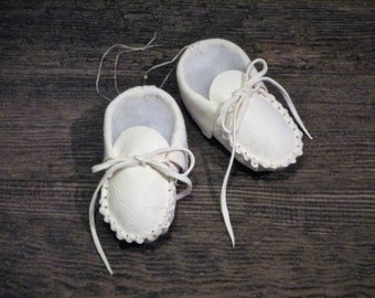 Baby Moccasins of White Sheepskin ...  MADE  BY  US