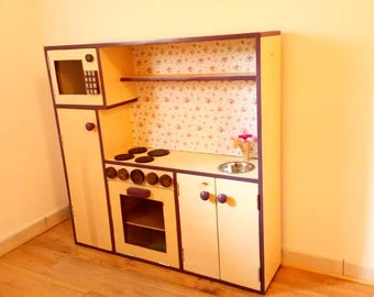 Little play kitchen