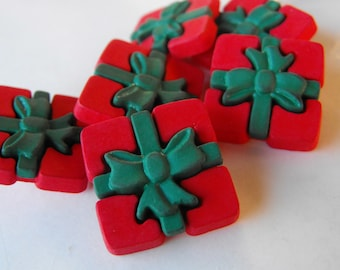 7 Red and Green Large Presents Shanked Buttons. Size 7/8""