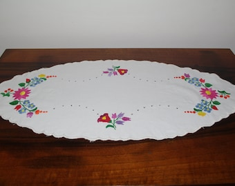 White embroidered table runner Oval centerpiece Polish floral multicolour Flowers Embroidery Hand made flowery dresser scarf Kalocsa style