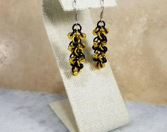 Chainmaille Shaggy Loops Earrings Black & Yellow Beaded