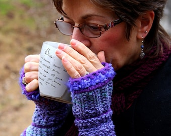 Anguloj gauntlets, looks complicated but super simple. Use up your scrap yarn! PATTERN
