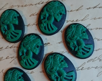 Skeleton lady cameo cabs. Skull day of the dead lolita 25x18mm - 6 PIECES - Zombie Green on Black